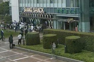 『SHAKE SHACK(シェイク シャック)』~新宿サザンテラス店ニューオープン!+・*:.。.☆新宿店★道案内ガイド付き☆⌒d(*^ー゚)b