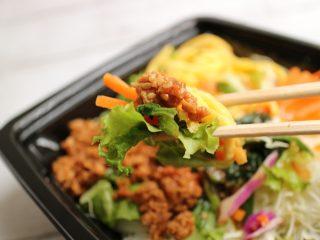 マジで旨いの?ファミマ×ライザップ『ビビンバ風サラダ』9月新商品の糖質制限メニューの感想