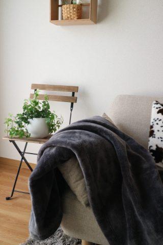 無印良品で一番人気は「あたたかファイバー厚手毛布」冬のおすすめ寝具はこれ